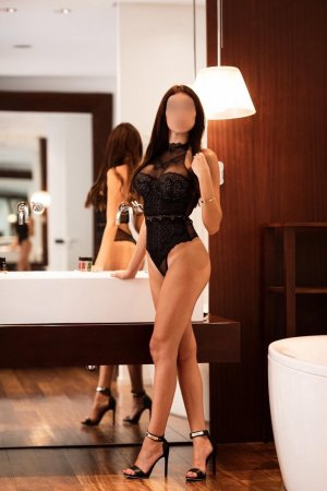 Oprah escort girl in Lemon Hill California