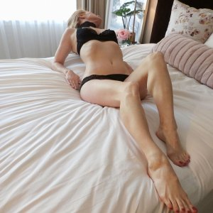 Jacobine escort girl