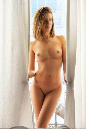 Jina escorts in Lake Shore