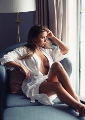 Lyse-marie escort girl in Delray Beach