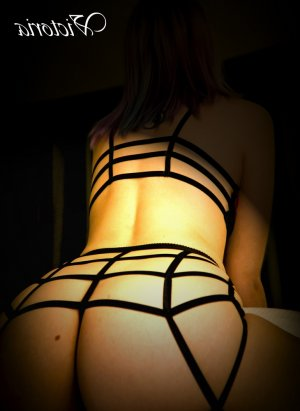 Anneli escort girl in Gladstone MO